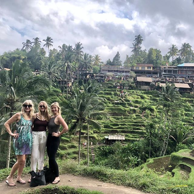 Thanks for ✈️ halfway around the 🌏 to experience a little slice of life in Bali! @desiree_gregg @jeantammie