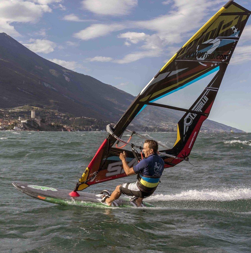 Noleggio windsurf a malcesine sul lago di garda wwwind for Noleggio di cabine per lago