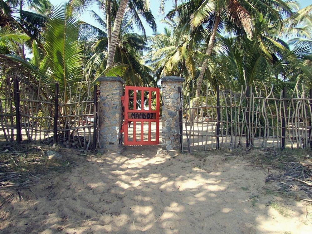 Mamboz-Beach-gate.jpg