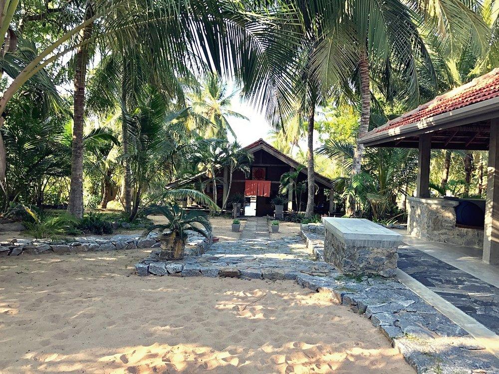 Mamboz-Beach-main-house.jpg