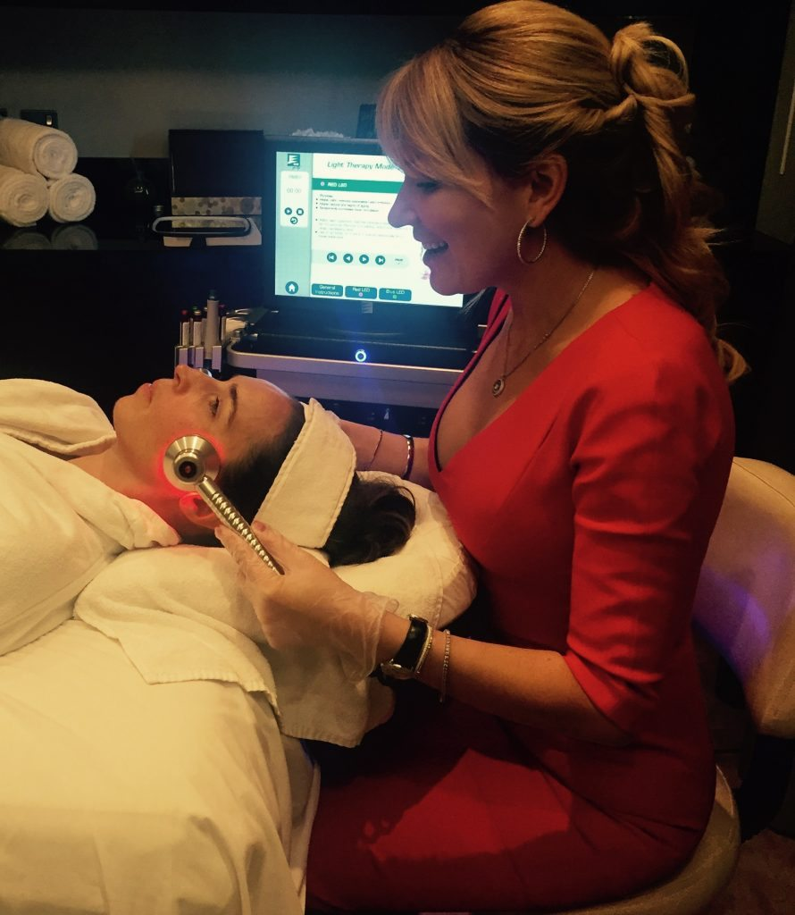Dr. Galyna doing a demo of the HydraFacial
