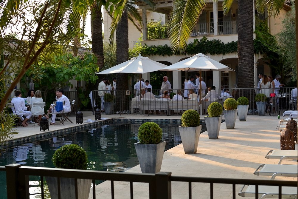 A poolside wedding reception (photo supplied by Pastis Hotel)