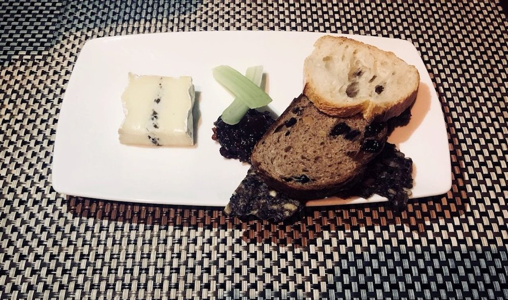 Galvin Dubai cheese and bread.JPG