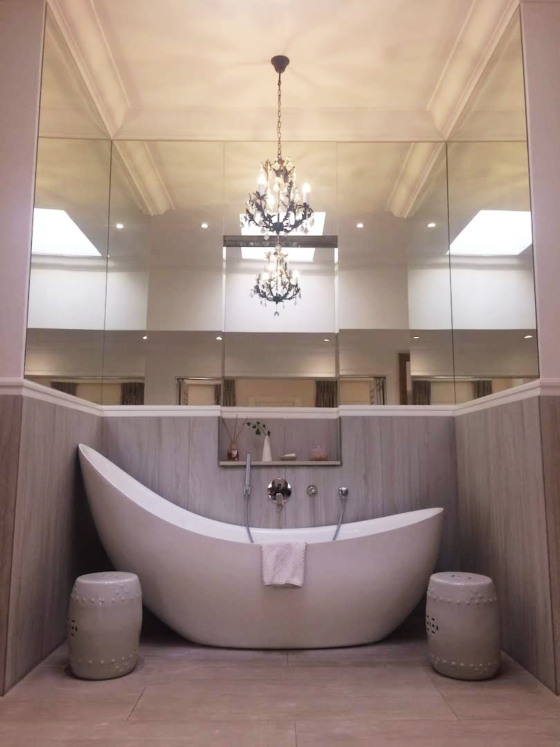 The stunning bathtub in my suite