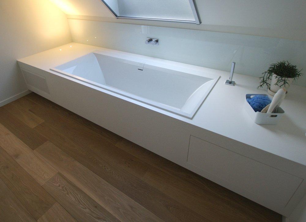 Badkamermeubel Met Badklapwand : Badkamermeubel en badwand u2014 meer dan een kast