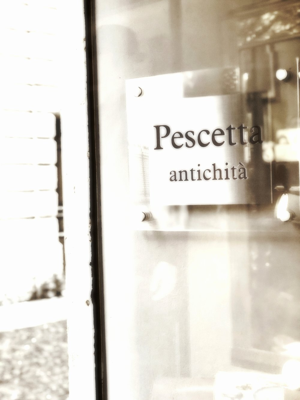 Pescetta Antichità - Official event partner of Nine bottles in Verona. Corso Santa Anastasia 25/a