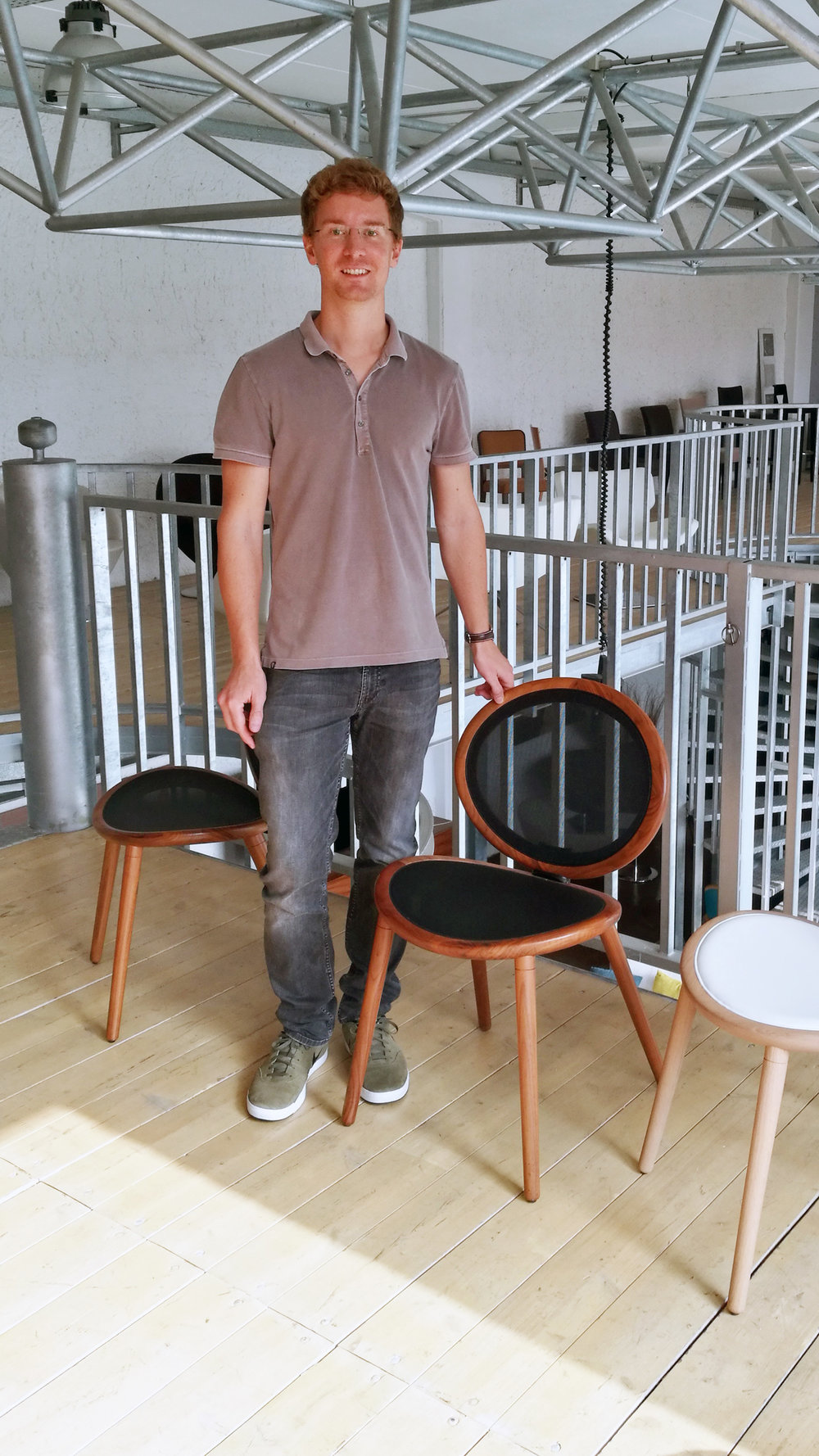 Tim-und-Stuhl-Jonathan.jpg