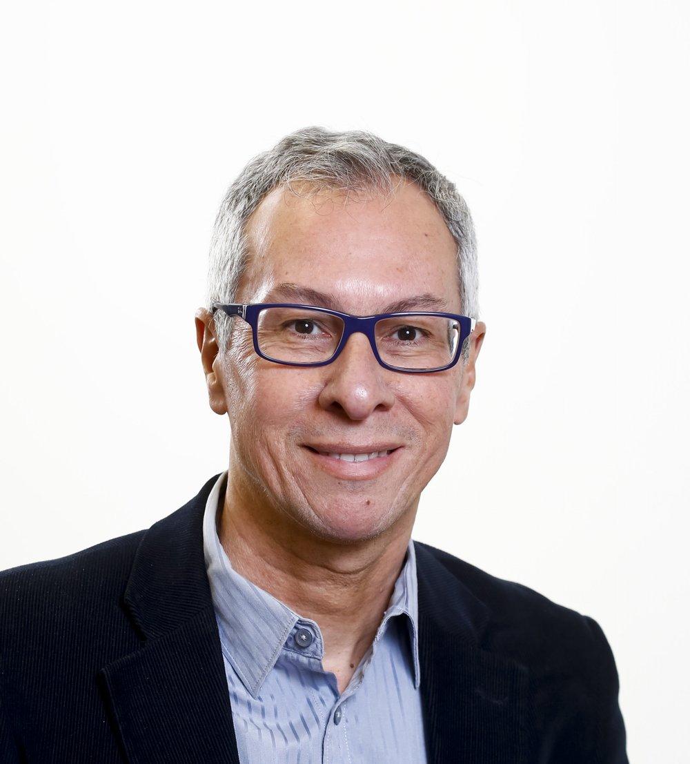 Professor Ely Paiva