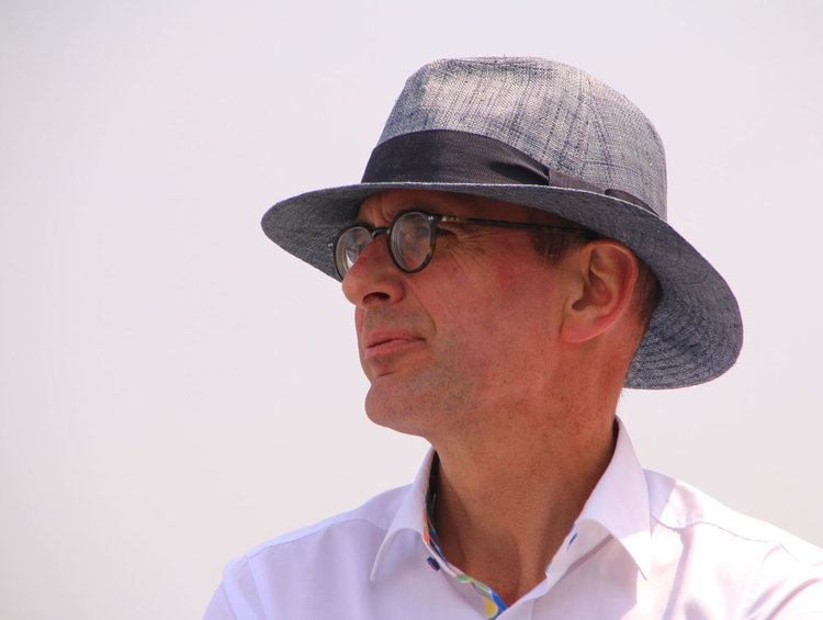 Prof. Henk Akkermans