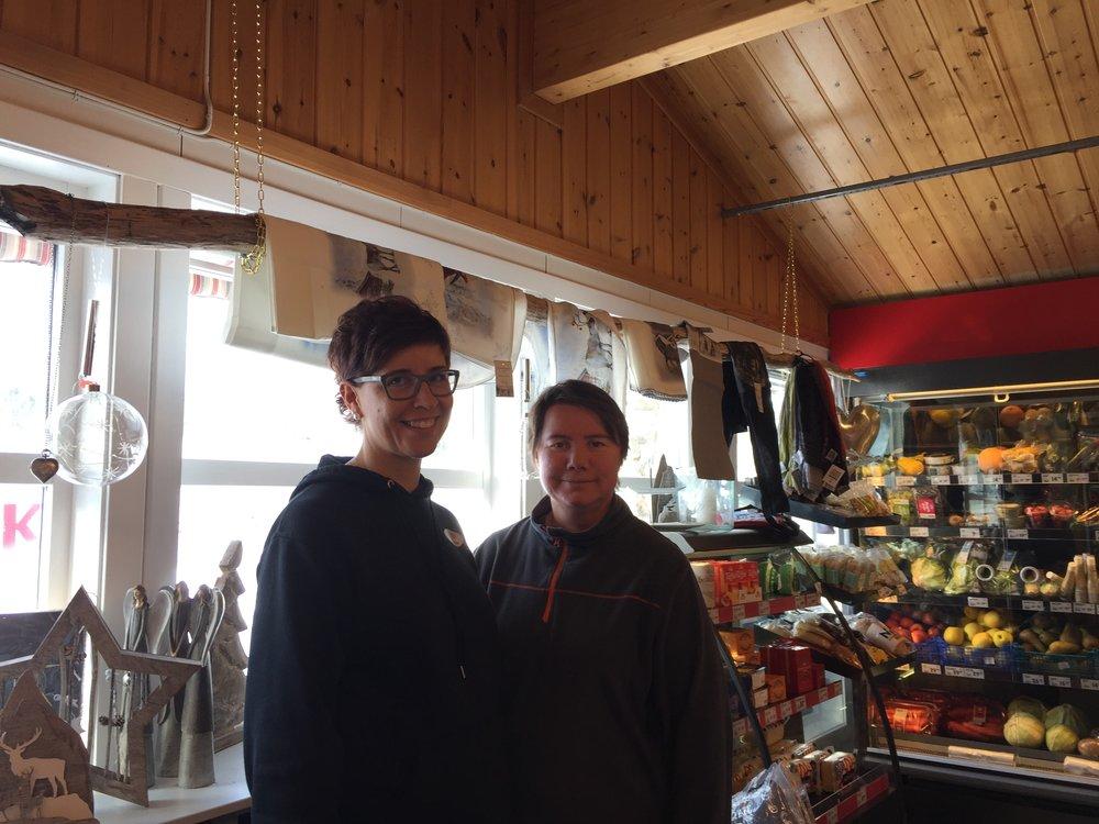 Damene på nærbutikken i Heggeriset.JPG