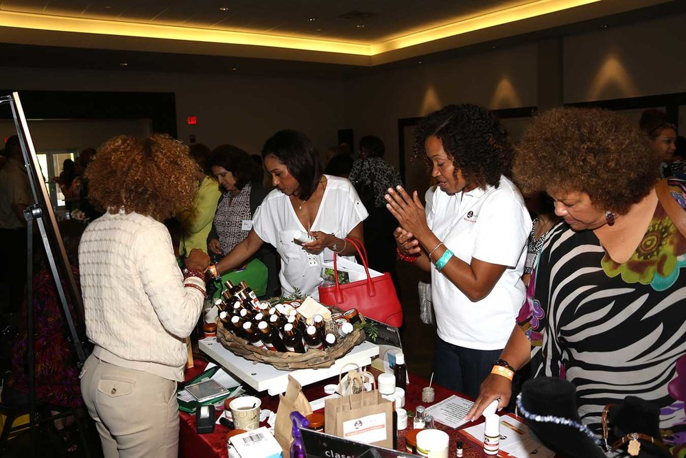 jwof-2015-womens-empowerment-conference-river-nyle-shoppers.jpg