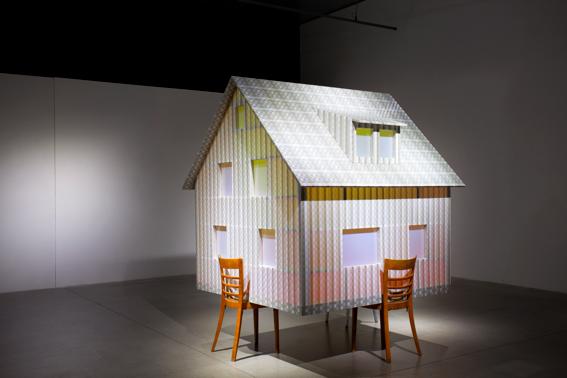 mau mau, 2015, Holz, PVC, Acrylglas, 235 x 160 x 190 cm, Museum for Contemporary Art, Zagreb