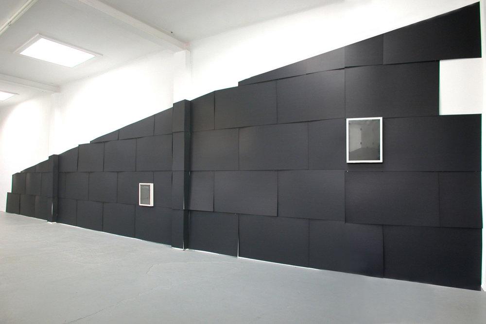 Das längere Gedankenspiel, 2008, verschiedene Materialien, 320 x 1200 cm, Hedah, Maastricht/NL
