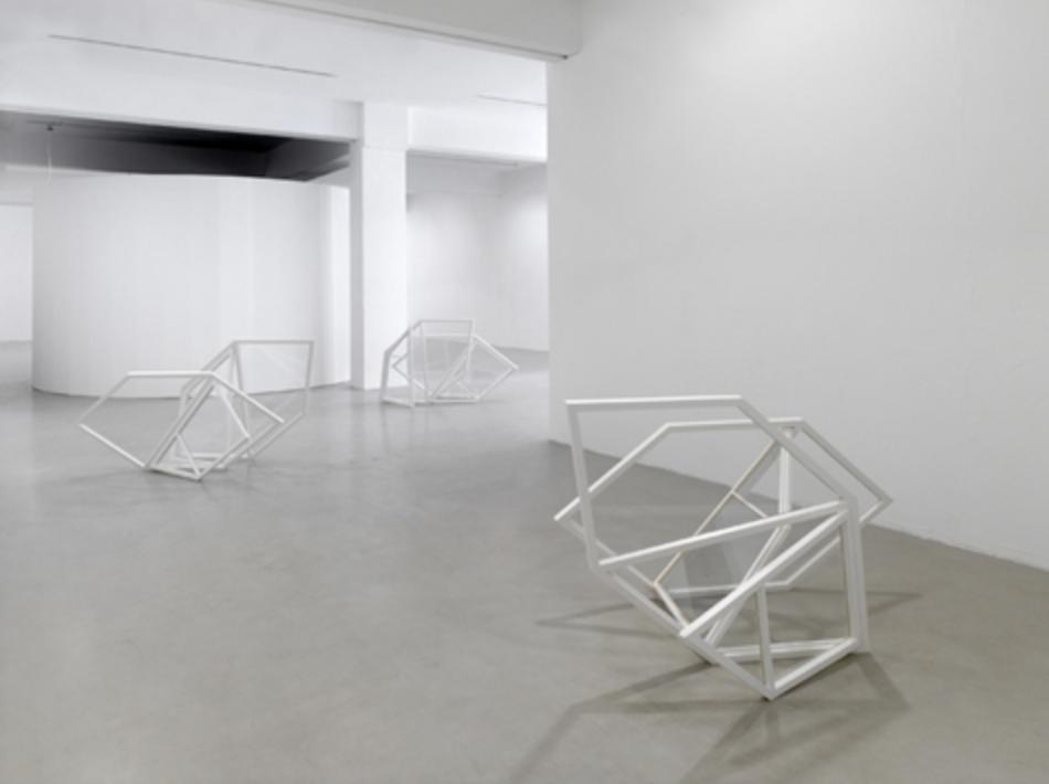 Oskolok (Skulpturengruppe), 2015, Holz, Glas, Fensterkitt, Lack, je 120 x 160 x 55 cm