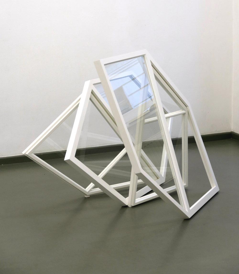 Oskolok, 2015, Holz, Glas, Fensterkitt, Lack, 120 x 160 x 55 cm