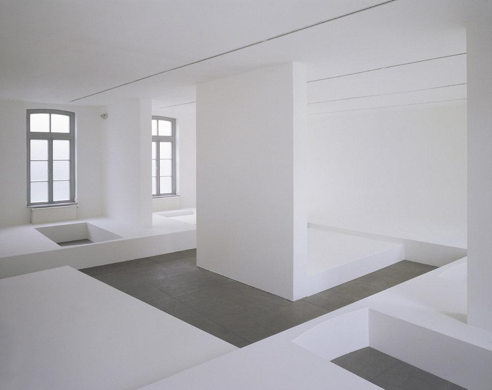 pop up, 2001, Spanplatten, Farbe, 1025 x 1112 x 300 cm, Kunstverein Gr. Bentheim, Neuenhaus