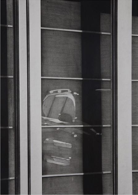Raamzicht met autoreflectie, 2016,  Kohle auf Papier, 76,5 x 53,5 cm
