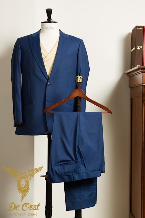 - Trouwpak op maat 3-delig blauw met vanille kleurig vest gilet modern