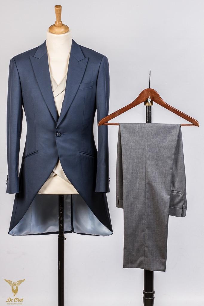 - Frock Coat Konings Blauw Grijze broek vest visgraat double breasted opgesneden revers handgemaakt