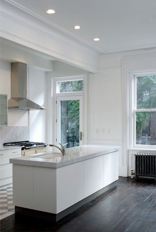 07_wunderground_harlem_historic_townhouse_kitchen.jpg