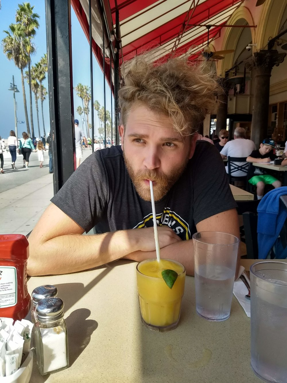 Eating at the Sidewalk Cafe on the Venice beach walkway! (Doing the non-creepy people watching)
