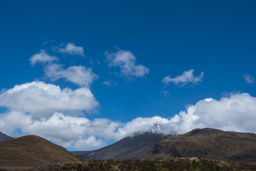 The sun came out at the end of the hike so we got a glimps of the tops of Tongariro and Ngauruhoe (mt. Doom)!