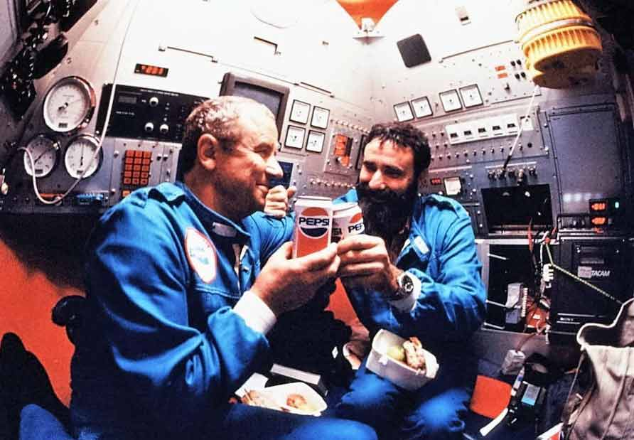 Anatoly Sagalevitch and Emory Kristof aboard the MIR Submersible