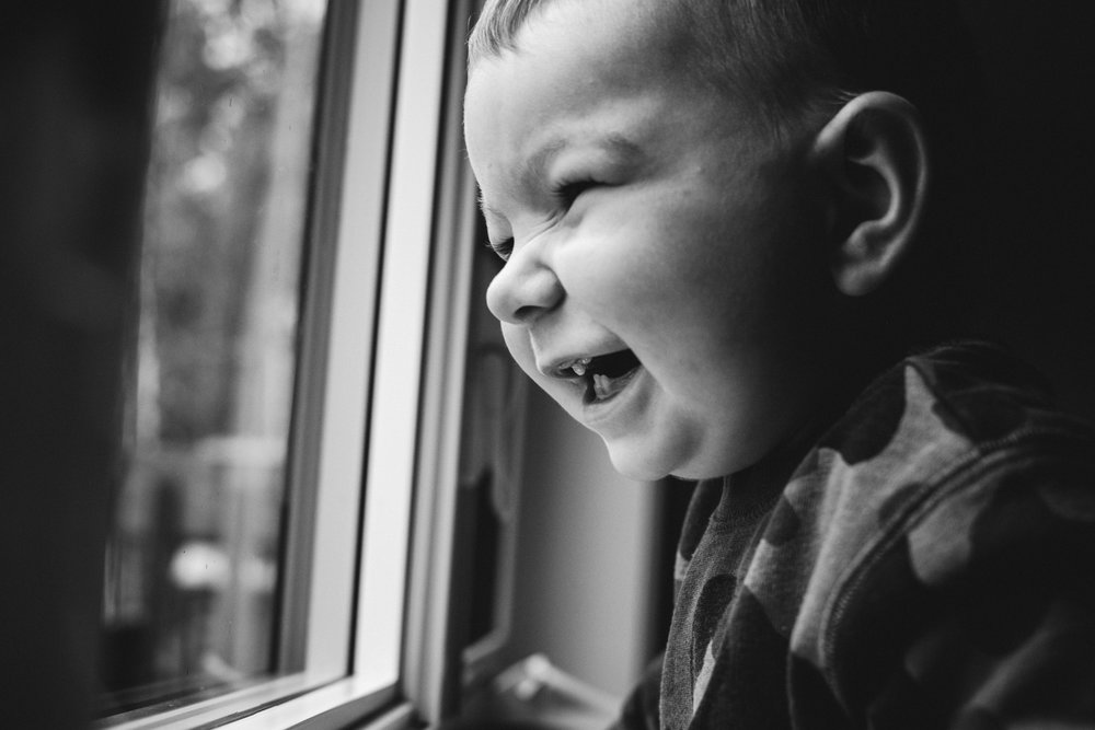portrait-garcon-photographe-de-famille-a-domicile-montreal-victoriaville-enfant-lifestyle-36.jpg