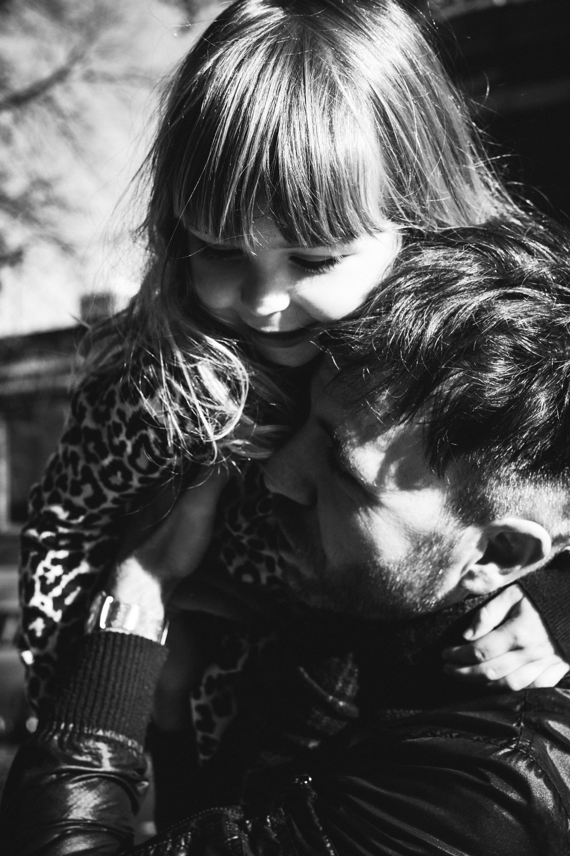 photo-d-une-famille-montrealaise-heureuse-en-atuomne-a-outremont-photographe-enfant-montreal-22.jpg
