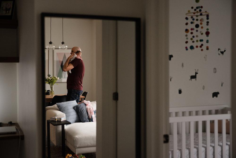 seance-photo-nouveau-ne-photographe-a-domicile-lifestyle-a-montreal-marianne-charland-157.jpg