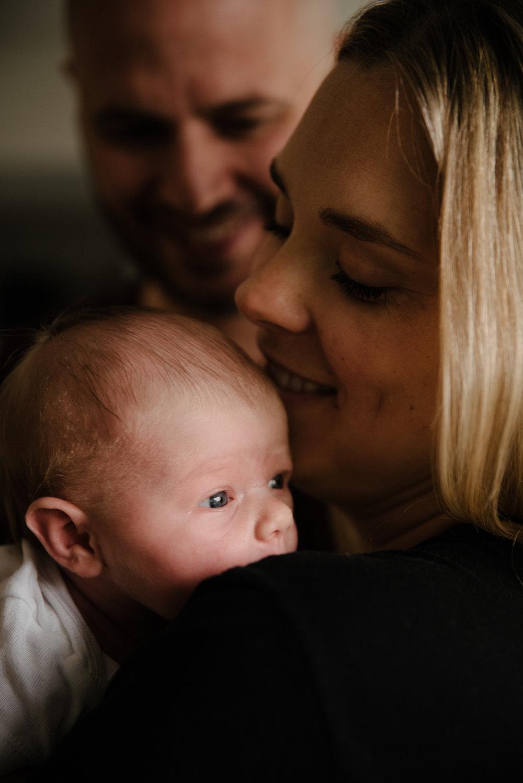 Expérimentée - Super expérience avec Marianne pour une séance de photo avec notre bébé de 2 semaines. Marianne est douce, discrète, expérimentée et ses photos sont superbes!!!- Marie-Pier