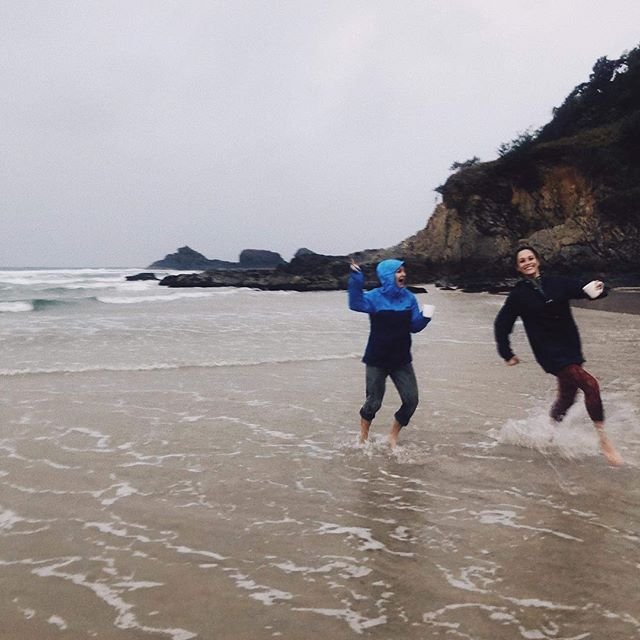 Just running in the ocean on a rainy Saturday morning at sunrise. This is how we prep for workshops down undah. 🌊 🌧  #unraveled_in_byronbay (annoying hashtag by @co_hodges ) (photo by @melissalanephoto ) (incredible running motion by @sarah_drisc )