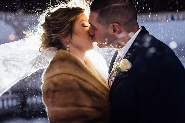 Today on the blog, I'm  throwing it back to this time last year when we had a surprise snow storm and made this magic! 📸 loved working with @thetimenyack @jamezeli @viewonthehudson [link in profile]