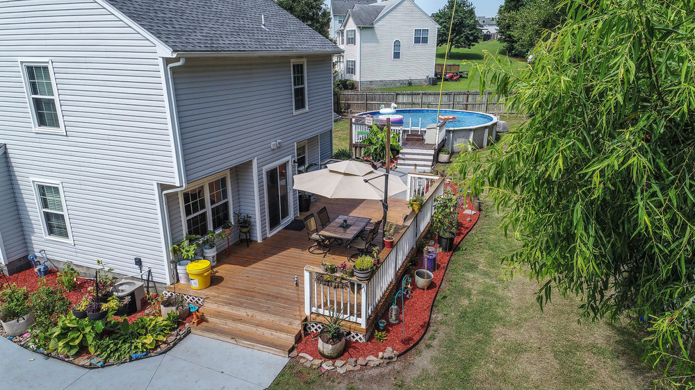 110 CHENANGO CT - BEAUTIFULLY MAINTAINED HOME WITH POOL