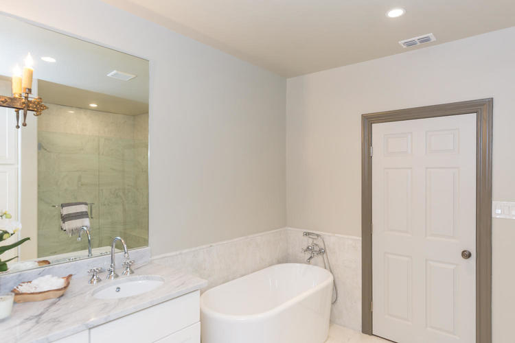 220+W+Fair+Oaks+Alamo+Heights-large-034-34-Master+Bath-1500x1000-72dpi.jpg