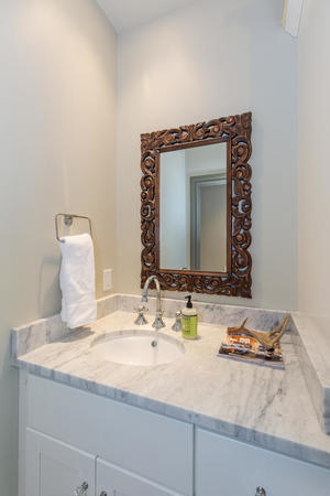 220+W+Fair+Oaks+Alamo+Heights-large-041-41-Bathroom-667x1000-72dpi.jpg
