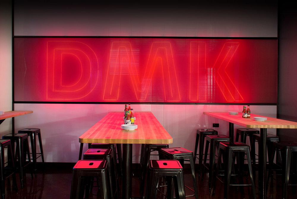 DMK-Burger-Int-Neon.jpg