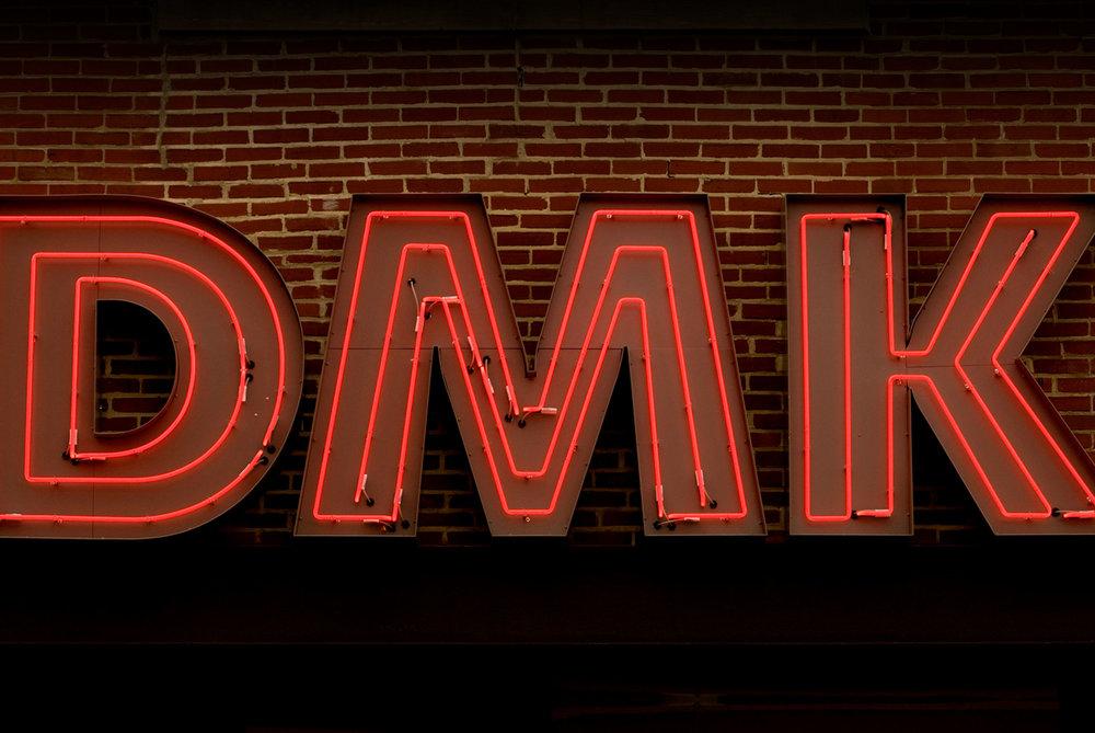 DMK-Burger-Ext-Neon.jpg