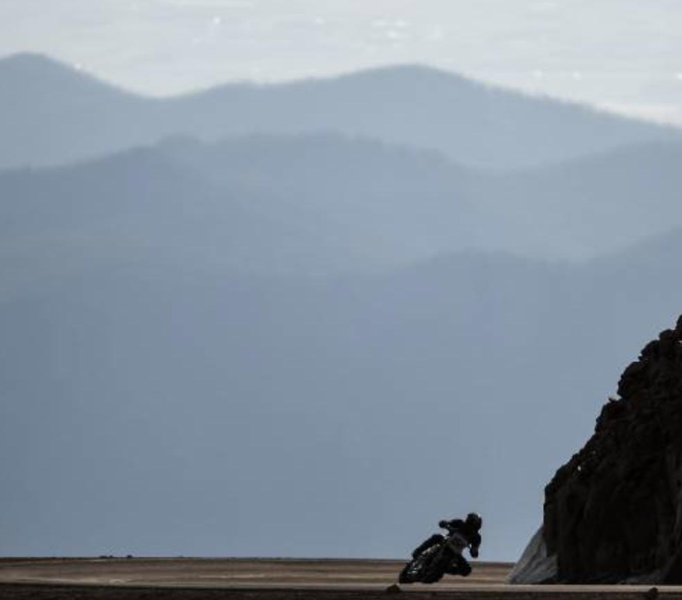 "Motorcycle racing turns into ""Lightning vs. Thunder"" showdown on Pikes Peak"