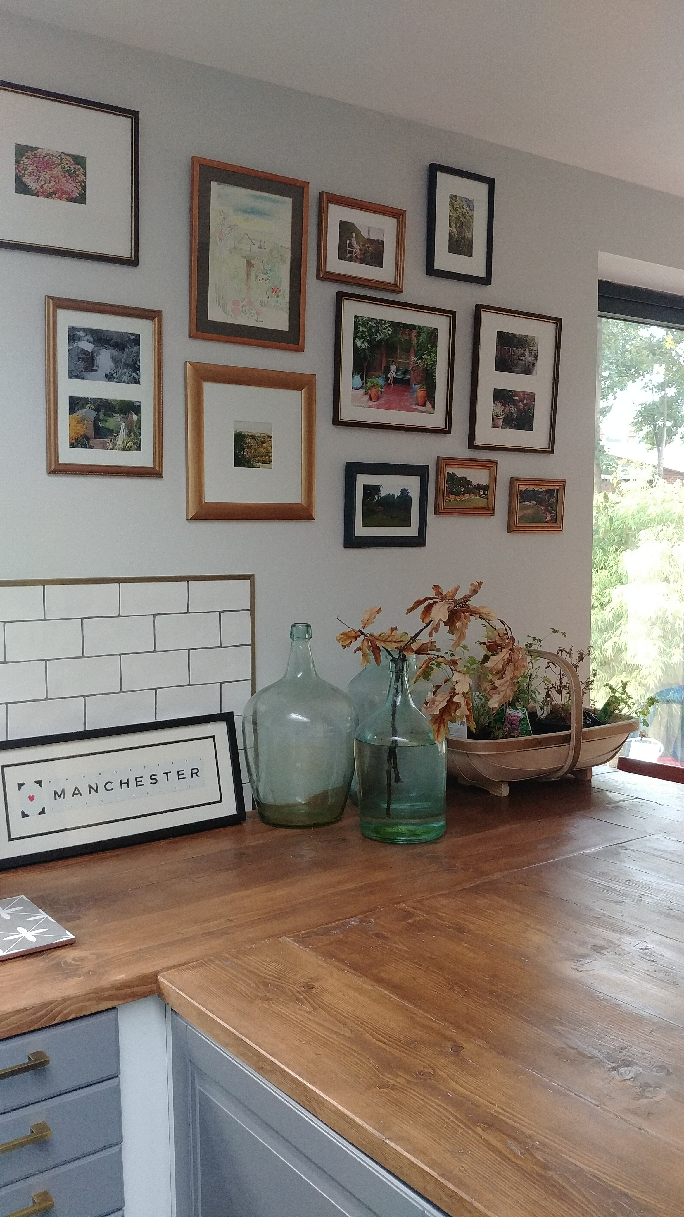 How To Upcycle Old Picture Frames And Hang A Gallery Wall