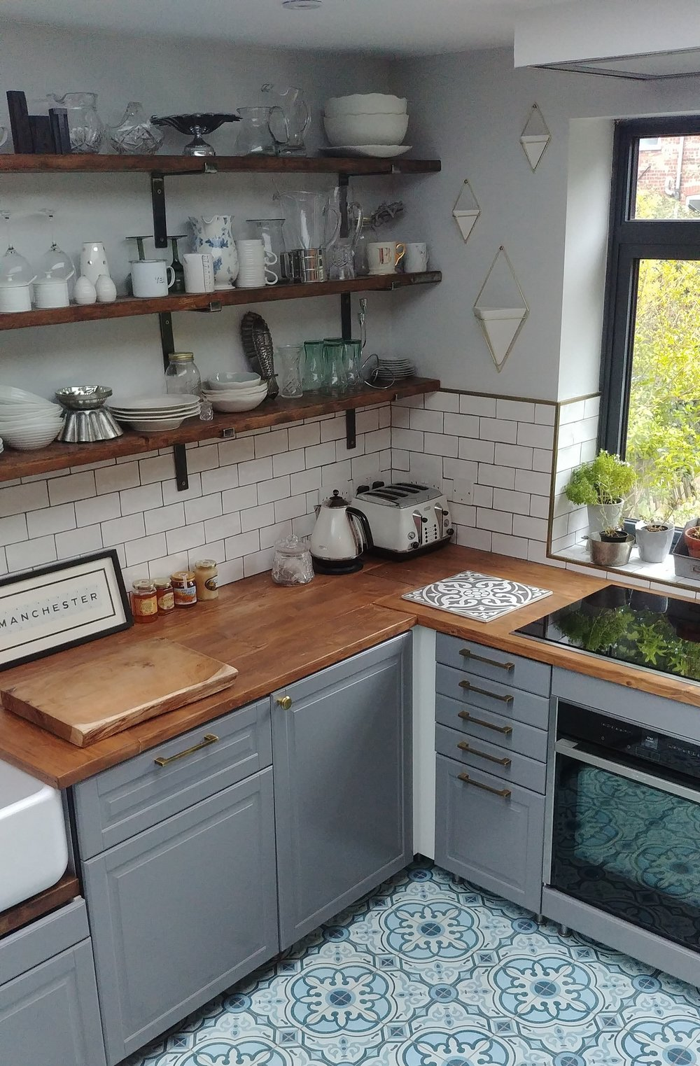 Every time I share a picture of this part of the kitchen on Instagram, someone asks me why we left the white pieces in the corners. Err, because we're lazy and haven't got round to installing the cover strips yet.