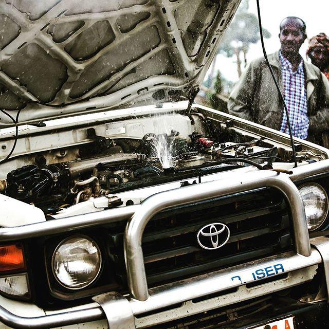 Tingene går ikke altid, som man har planlagt. Det er en del af eventyret #tagpågdt #adventure #adventurewithgod #bibleschool #cartrouble #ethiopia