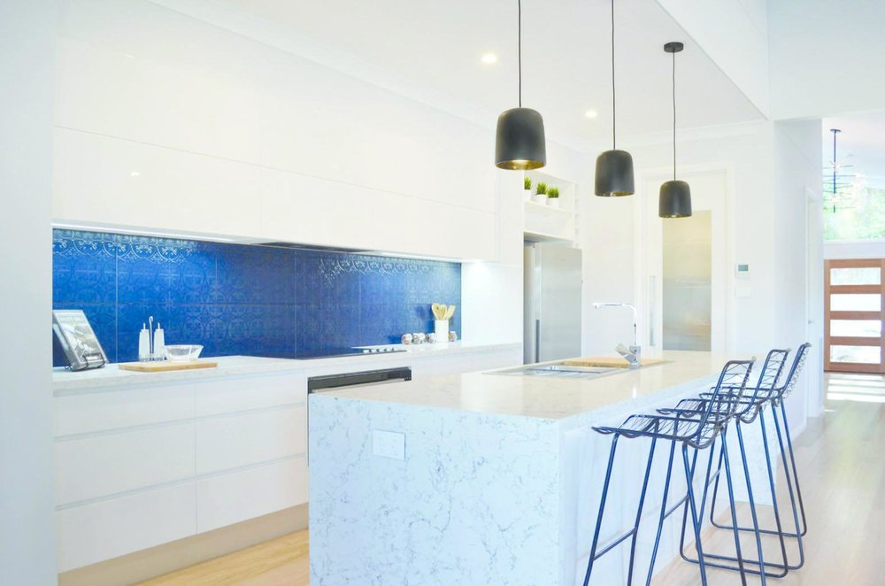 'White Attica' complements the cool tones of this modern kitchen.  Hotondo Homes