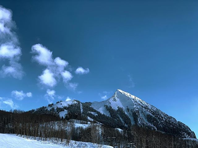 Love how the clouds are in a straight line from the peak!  #crestedbutte
