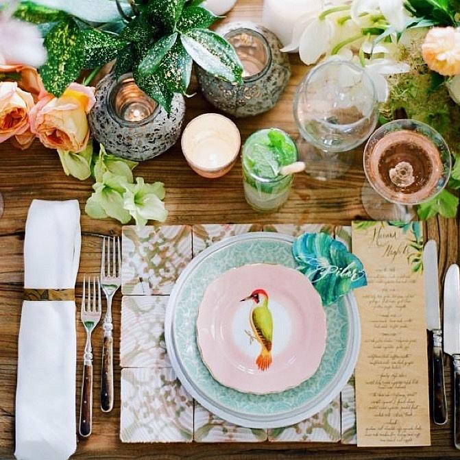 4. ¡No esperes a una ocasión especial! Dale a tu familia y a ti misma un pequeño lujo preparando una mesa con mucho estilo cada día. Coloca una cubertería algo especial en la mesa y conseguirás el efecto chic que estás buscando. -