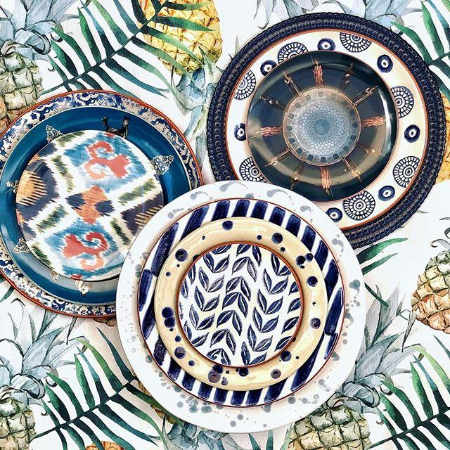 Seguro que quieres optar por una mesa tradicional? Arriesga y gana, siempre! Por que tus mesas tienen que ser tan auténticas y únicas como tú ❤️ #pinsonliving #mesaspinson #mesasbonitas #lartdelatable #tabledecor #tablesetting #platos #vajillas #loza #regalos #manteles #manteleria #regalosdeboda #dinnerware #pottery #gres #mesaspinson #tienespinson #artdelatable #decoracion #deco #artesania #regalos #crockery #tableart #beautifultablesetting #mesasdecoradas #porcelana #fineporcelain #batikbypinson #ikaat #eventos