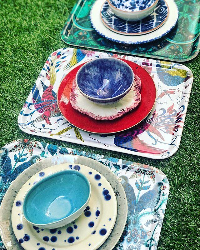 Las ganas que tenemos de sacar las bandejas fuera llenas de cuencos con aceitunas, berberechos, patatitas... qué ganas tenemos de veranito ☀️ #pinson #pinsonliving #mesaspinson #mesasbonitas #lartdelatable #tabledecor #tablesetting #platos #vajillas #loza #regalos #manteles #manteleria #regalosdeboda #dinnerware #pottery #gres #mesaspinson #tienespinson #artdelatable #decoracion #deco #vajilla #slowdeco #sorteo #sorteovajilla #sorteopinson #handmade #artesania #handcrafted