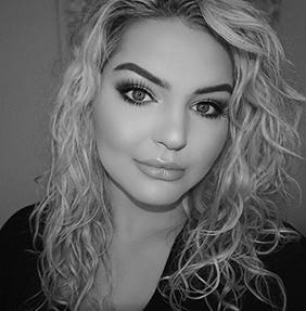 KAROLINA KAAY  | instagram   240v blowdry specialist
