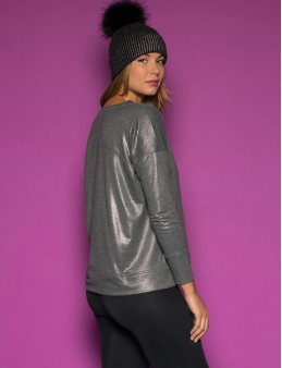 Just like we don't sacrifice mental health for physical health, don't sacrifice fashion for active wear!  This super cute shimmering sweatshirt by Peach helps you feel full of style while you get in your healthy living!