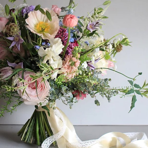 Hannah Berry   Location: Farnham, Surrey   Booked by Nat > highly recommended    View Hannah's website    @hannahberryflowers